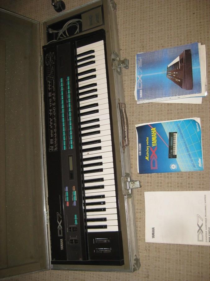 Yamaha DX7 (51639)