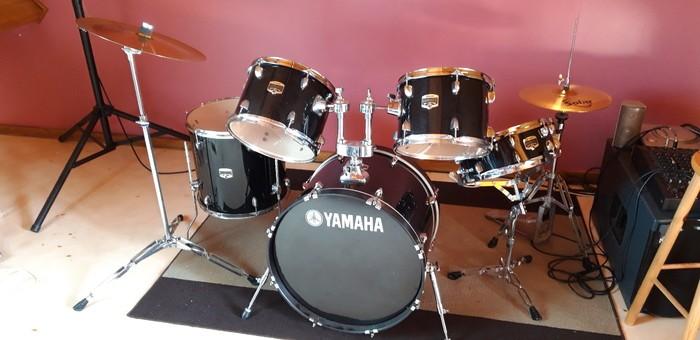 Yamaha Gigmaker Standard Surion37 images