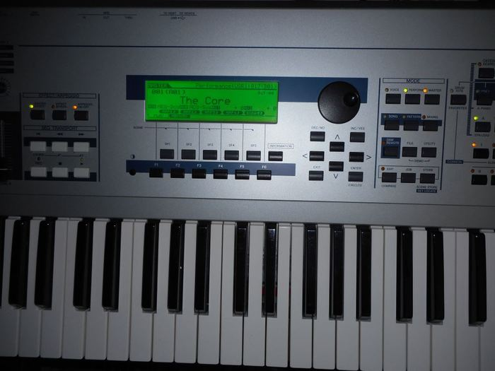 Yamaha MO6 (91873)