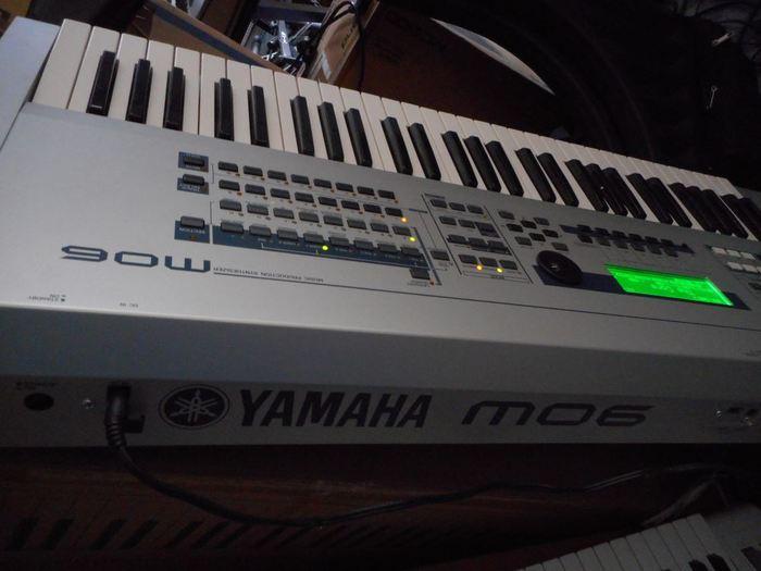 Yamaha MO6 (83993)