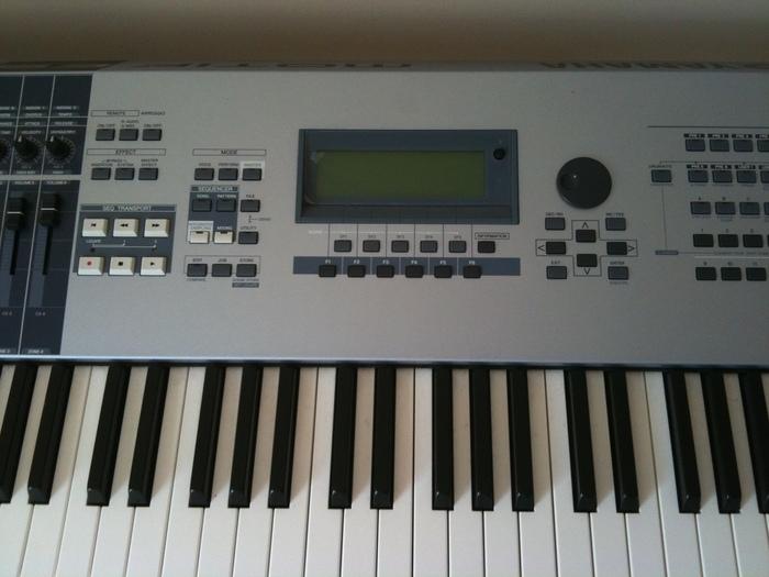 Yamaha MOTIF ES8 (99173)