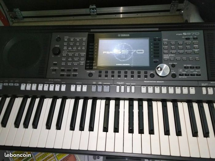 Yamaha psr s970 image 2040208 audiofanzine for Yamaha professional keyboard price