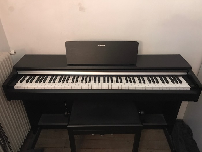 vend piano electrique yamaha ydp 142 avec tabouret ile de. Black Bedroom Furniture Sets. Home Design Ideas