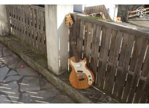 Melody Guitars M 6200