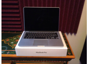 Apple MacBook 2.4 GHz Intel Core 2 Duo