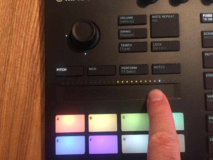 Native Instruments Maschine mk3 : touch strip