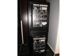 Behringer Truth B3030A