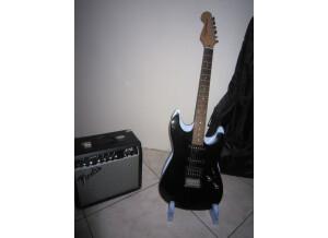 Squier Pack Showmaster hss Nlt + Frontman 15 G