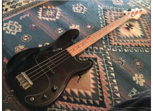 Hondo Precision Bass