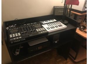Glorious DJ GigBar