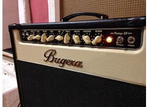 Bugera V22 (13843)