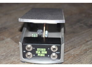 Ernie Ball 6167 25K Stereo Volume Pedal for use with Active Electronics or Keyboards