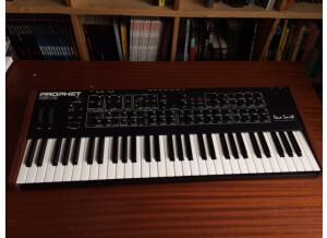 Dave Smith Instruments Prophet REV2 16 voix (84097)