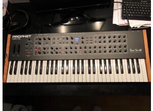 Dave Smith Instruments Prophet REV2 16 voix (13807)