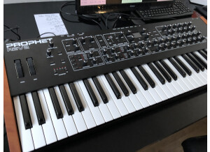 Dave Smith Instruments Prophet REV2 16 voix (36562)