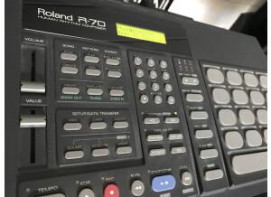 Roland R-70 (5617)