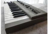 Synthétiseur analogique Roland SH-101