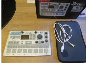 Arturia SparkLE Creative Drum Machine (8099)