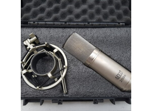 mxl_2006_large_gold_diaphragm_condenser_microphone_with_mxl57_shock_mount_and_carrying_case_1519456934_0bdb0308