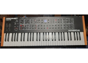 Dave Smith Instruments Prophet REV2 16 voix (99691)