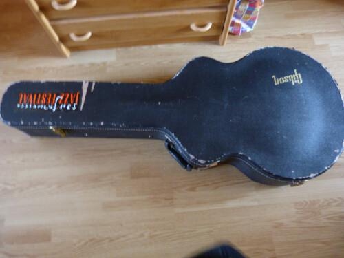 case Gibson L5 de 195x dessus,, .JPG