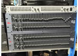 LA Audio EQ215S