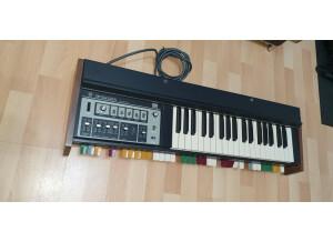 Roland SH-2000