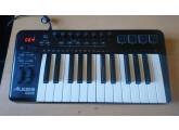 vends clavier alesis QX25