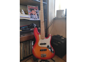 Fender Deluxe Active Jazz Bass [2004-current]
