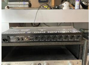 Behringer Ultragain Pro-8 Digital ADA8000