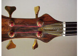 vends basse 4 cordes Aventini luthier à Marseille.
