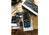 Contrôleur DJ Traktor Kontrol X1 et carton son Audio 2 DJ