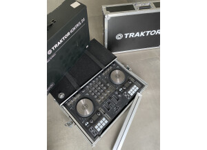 Native Instruments Traktor Kontrol S4 mk3 (2907)