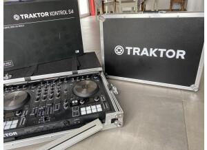 Native Instruments Traktor Kontrol S4 mk3 (87719)