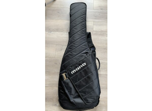 Mono Bass Sleeve