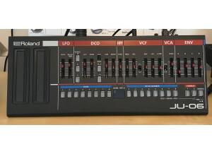 Roland JU-06 (97540)