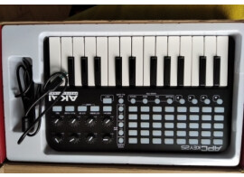 Clavier maitre Akai APC Key 25 +Logiciel Ableton Live 10 Lite