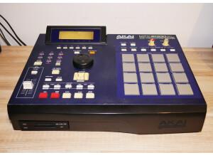 Akai Professional MPC2000XL MCD version (98988)