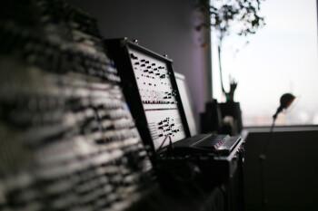 Instruments et matériels audio : Studio_SL_Bibliothèque_Arp2600_Euro