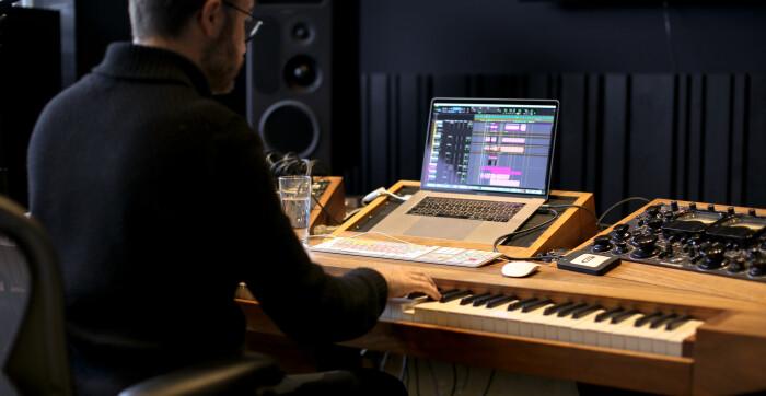 Studio_SL_MainDesk
