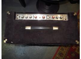 a vendre ampli guitare POLYTONE Model PA 102