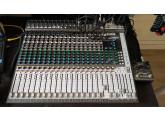 vends table  Soundcraft Signature 22 MTK  + flight case