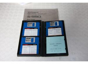 Roland S550 - Disquettes sytème et documentation.JPG
