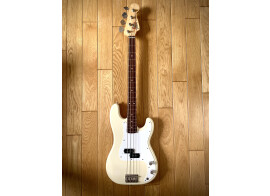 Vends basse Fender Precision made in Japan 1993