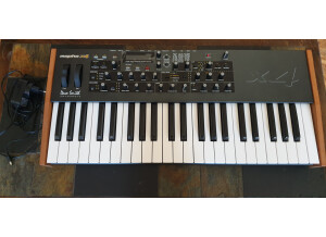 Dave Smith Instruments Mopho x4