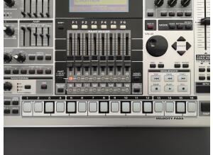 Roland MC-909 Sampling Groovebox