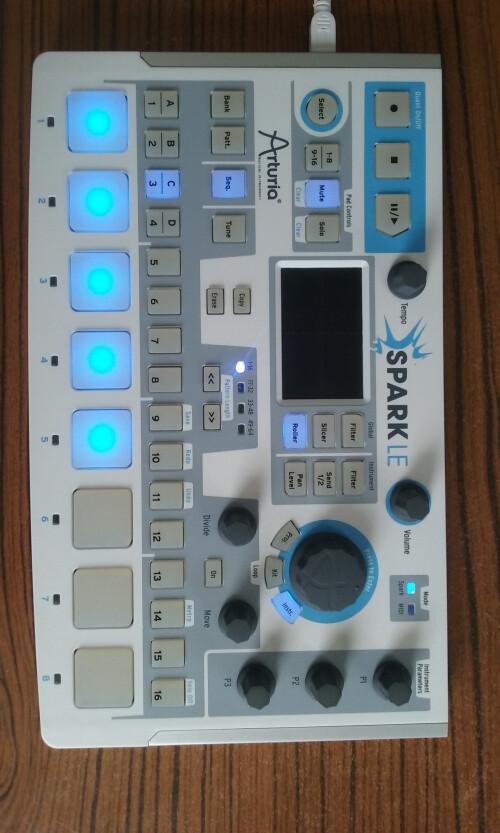 Arturia SparkLE Creative Drum Machine (33436)