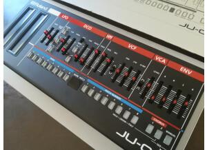 Roland JU-06 (32379)