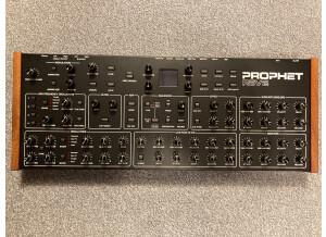 Dave Smith Instruments Prophet Rev2 Module 16 voix (30266)