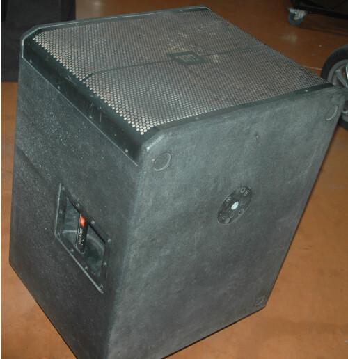 .JBL SRX718 4.JPG